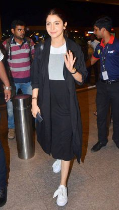 Anushka Sharma Black Culottes (Airport Looks)