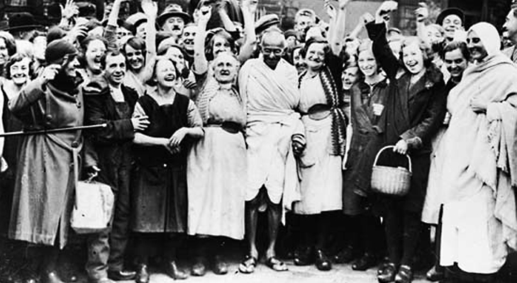 Gandhiji with female textile workers at Lancashire @TheRoyaleIndia