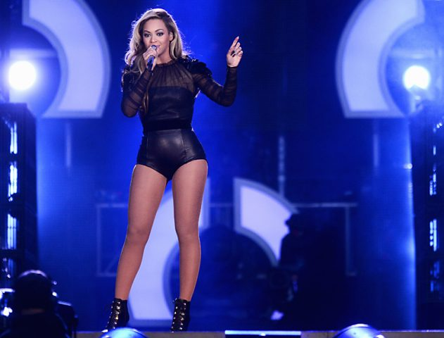 Beyonce's performing on the stage @theroyaleindia