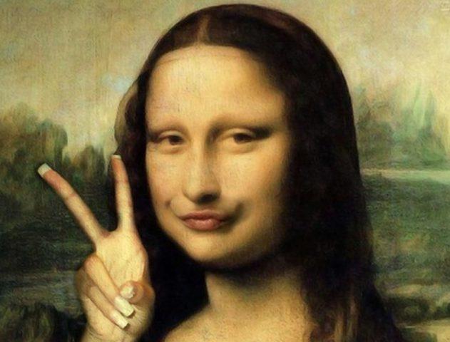 Mona Lisa Victory Selfie @TheRoyaleIndia