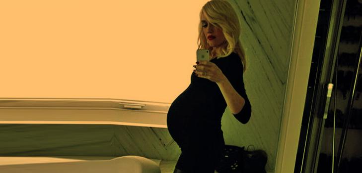 Pregnant Gwen Stefani Selfie @TheRoyaleIndia