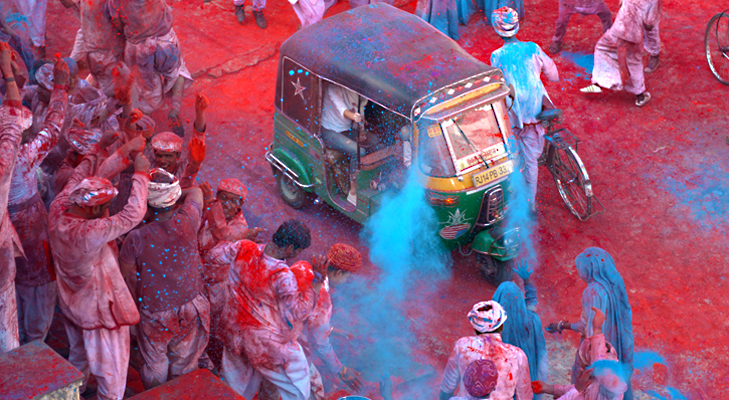 An image as a part of Sony mobile campaign sees a traveller inside a rickshaw watching everyone inn surrounding play Holi @TheRoyaleIndia