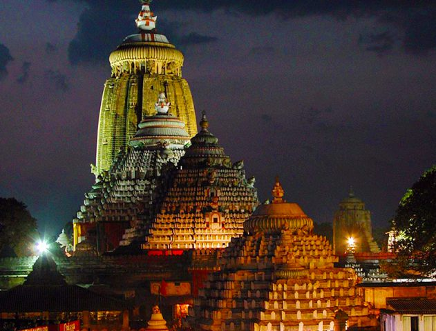 jagannath puri temple at night @TheRoyaleIndia