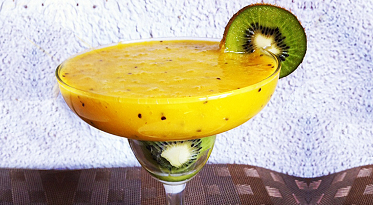 kiwi mango smoothie @TheRoyaleIndia