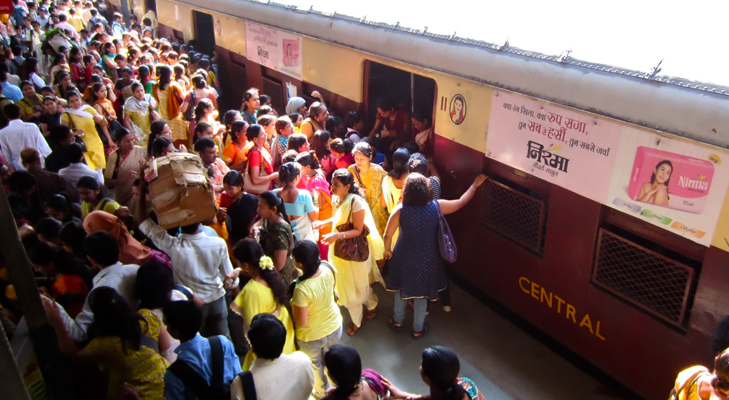 crowded mumbai trains @TheRoyaleIndia