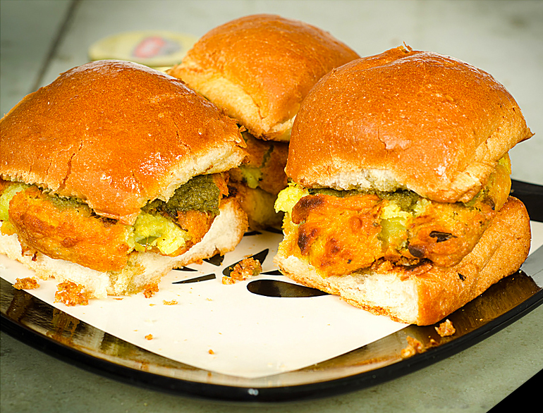 Famous Joints to have Vada Pav in Mumbai @TheRoyaleIndia