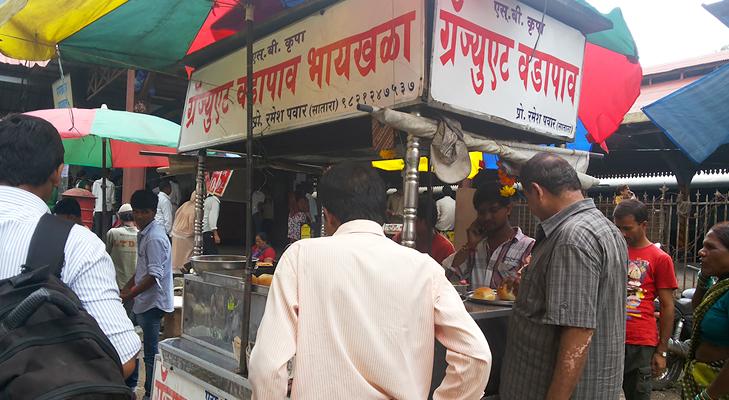 vada pav byculla mumbai @TheRoyaleIndia