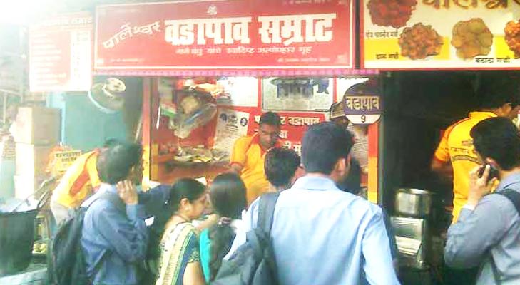 vada pav in vile parle mumbai @TheRoyaleIndia