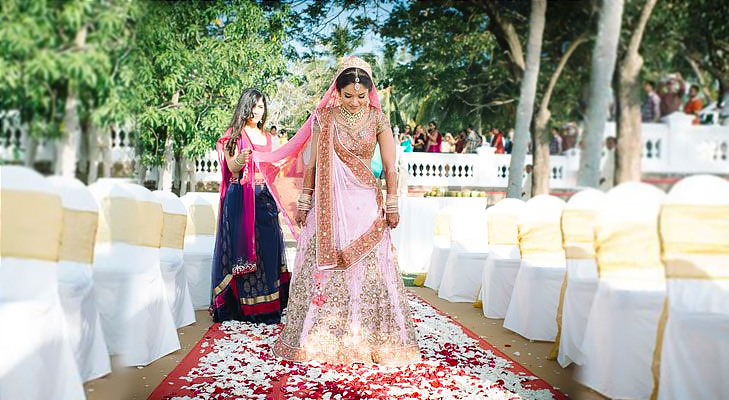 Outdoor wedding dress color @TheRoyaleIndia