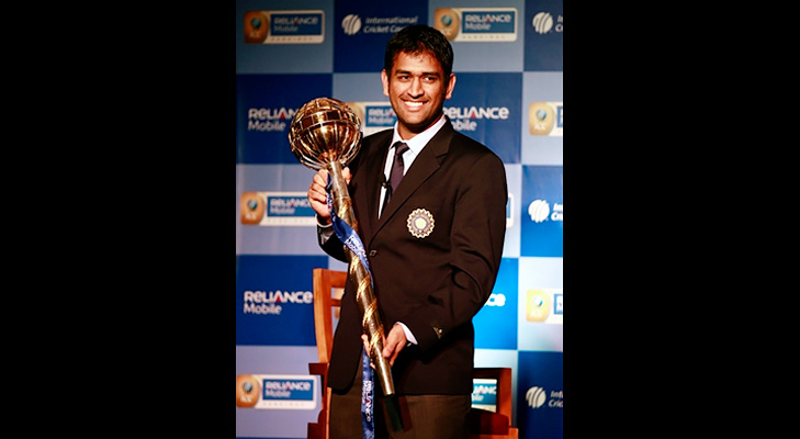 Stop Questioning Dhoni's Captaincy @TheRoyaleIndia