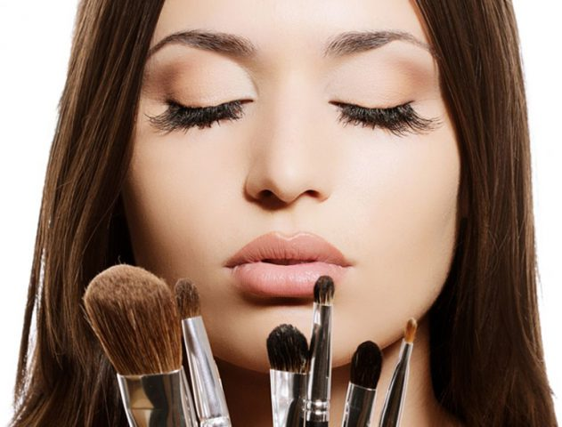 Must have makeup brushes @TheRoyaleIndia