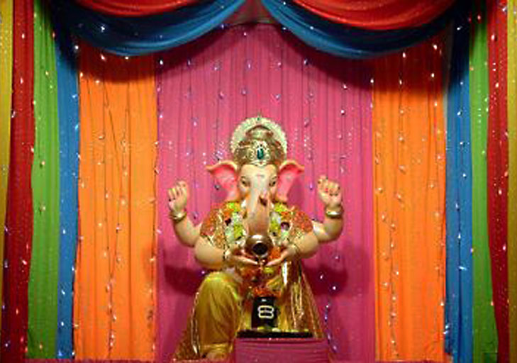 Creative ganpati decoration ideas for home the royale for How to make a home decorations