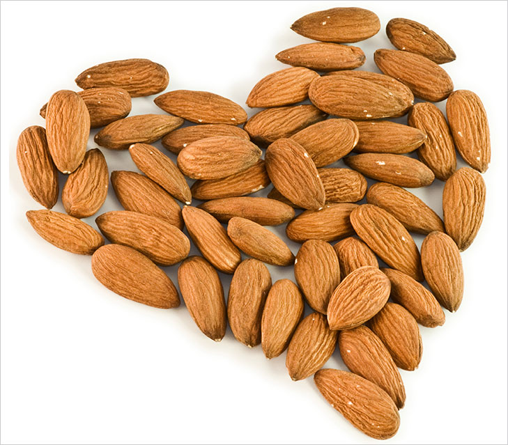 Advantages of eating Almonds @TheRoyaleIndia