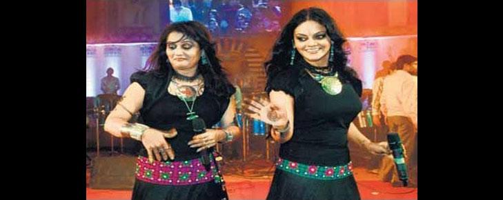 preity pinky singers navratri @TheRoyaleIndia