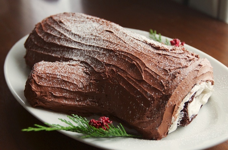 yule log cake chocolate @TheRoyaleIndia