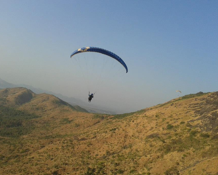 Paragliding mumbai valentine weekend @TheRoyaleIndia