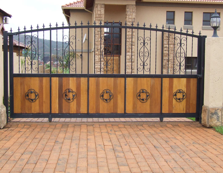 Main gate same height as walls vastu tips @TheRoyaleIndia