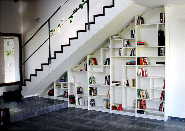 Under stair area bookshelf