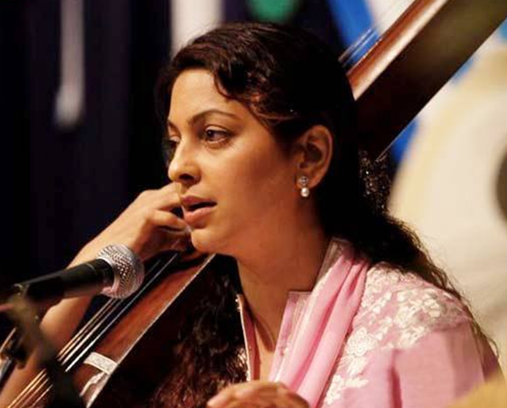 Bollywood celebrities talents juhi classical singing @TheRoyaleIndia