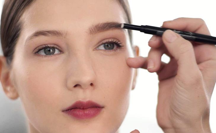 No-makeup look eyebrow pencil fuller eyebrows @TheRoyaleIndia