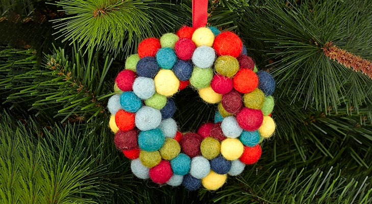 christmas decor ideas felt ball wreath @TheRoyaleIndia