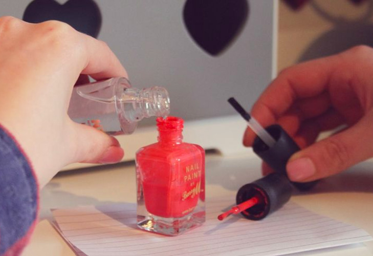 makeup mistakes adding nailpaint remover @TheRoyaleIndia