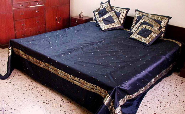 repurpose old sarees bed cover @TheRoyaleIndia
