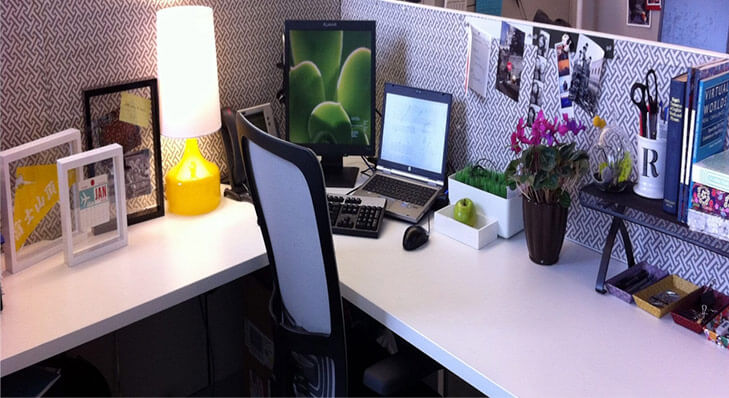 Tips to personalise office desk table lamp @TheRoyaleIndia