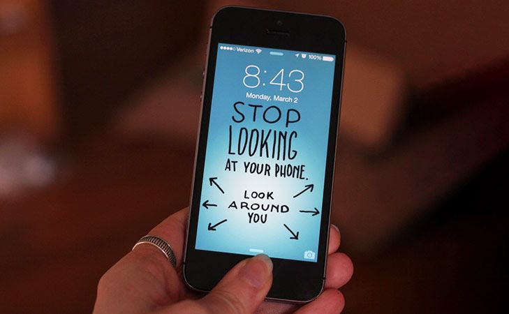 overcome smartphone addiction thorugh quirky wallpapers @TheRoyaleIndia