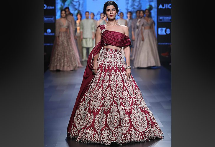 Showstopper Nimrat Kaur for SVA at LFW SR 17 @TheRoyaleIndia