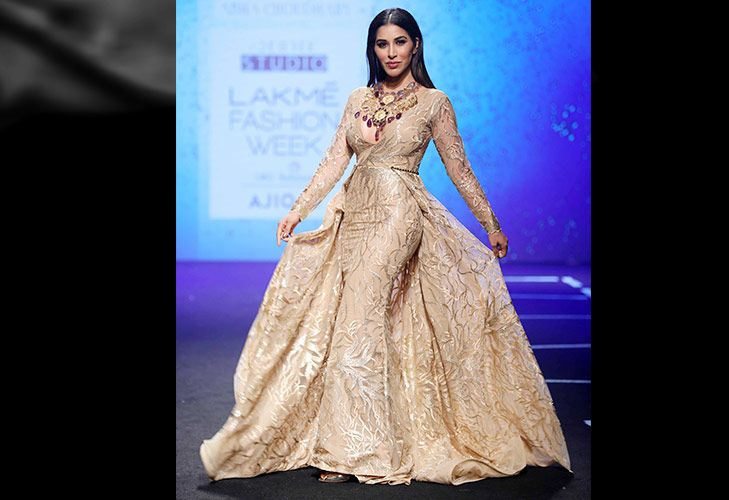 Showstopper Sophie Choudry for Abha Choudhary at LFW SR 17 @TheRoyaleIndia