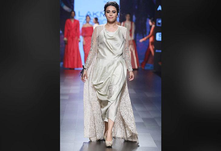 Showstopper Swara Bhaskar for Amoh by Jade at LFW SR 17 @TheRoyaleIndia