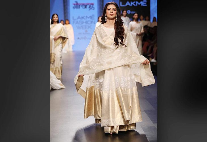 Showstopper Tabu for Gaurang at LFW SR 17 @TheRoyaleIndia
