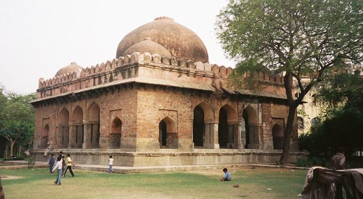 Delhi Landmarks Barakhamba Tomb @TheRoyaleIndia